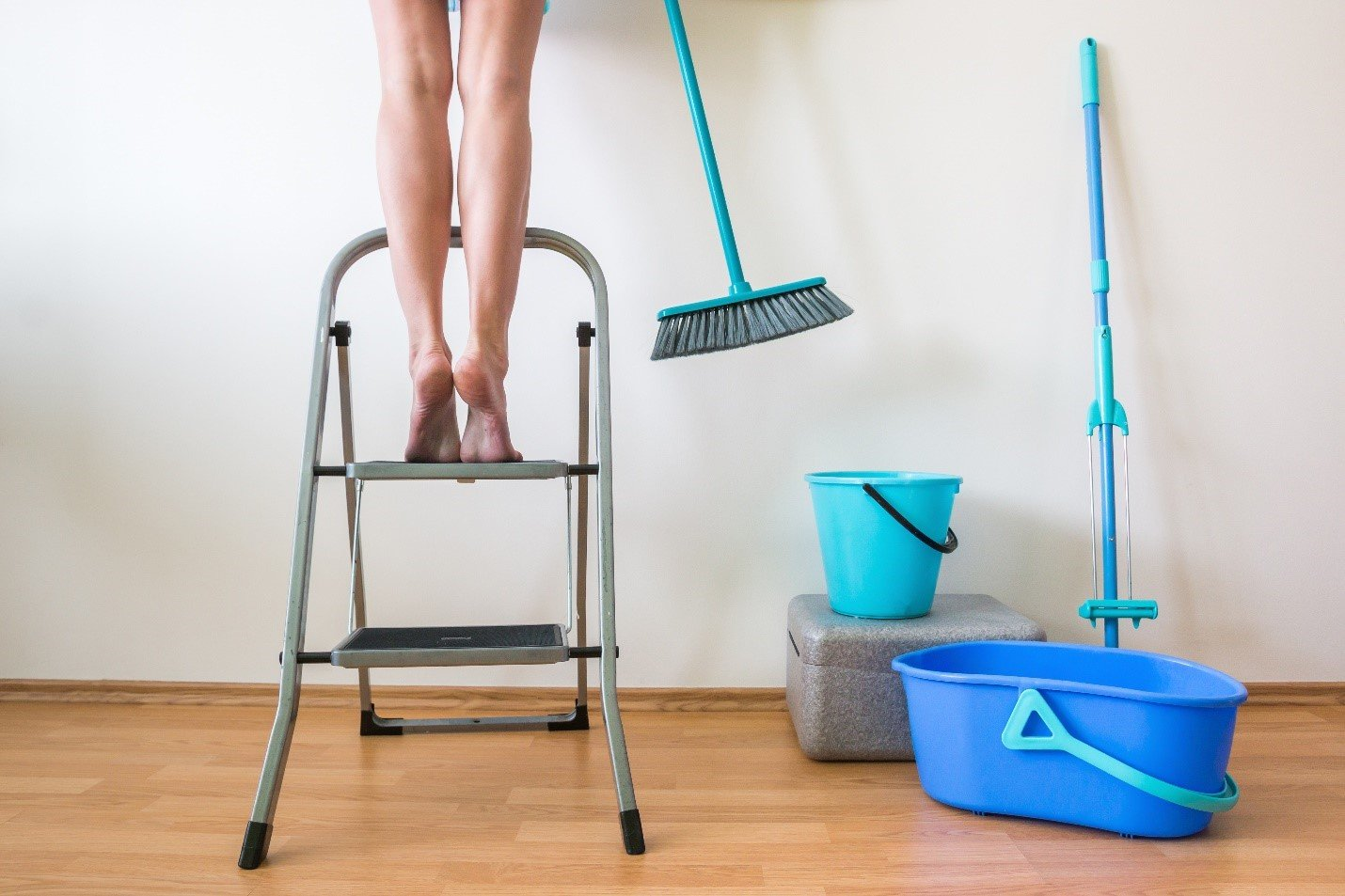 How to Help Your Aging Loved One with Spring Cleaning