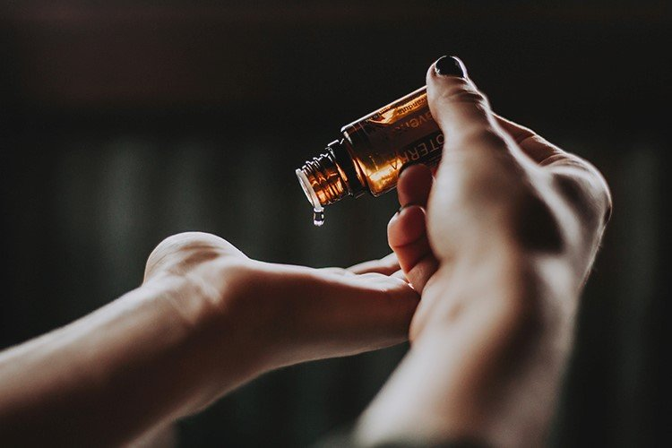 How Aromatherapy Can Help Your Senior Loved One